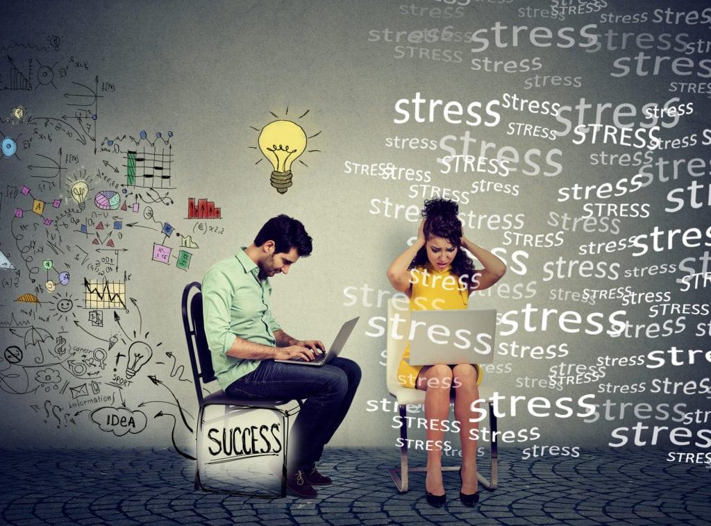 Stresshåndtering Odense, to individer med komputere